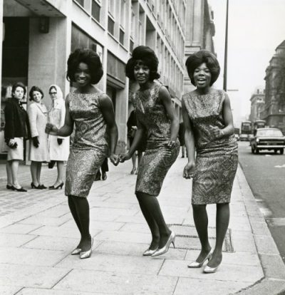 Martha Reeves & The Vandellas – Dancing in the Street (1964)