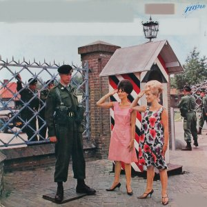 Various Artists - Johnny Hoes presenteert: Meisjes en Soldaten (1963)