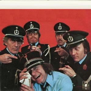 The Strangers - Bij de rijkswacht (1979)