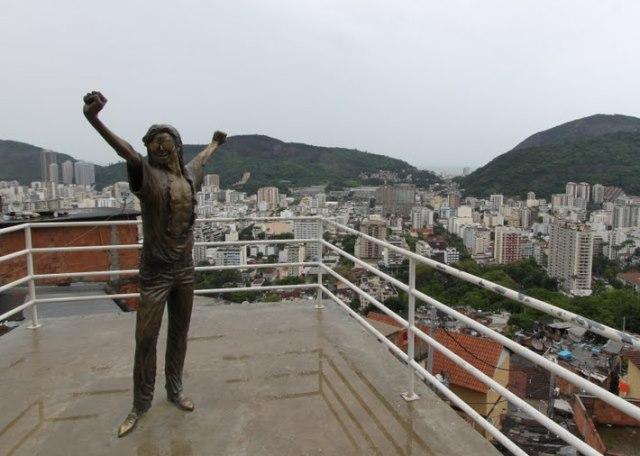 Michael Jackson - Santa Maria favela Rio de Janeiro Brazilië (2010)
