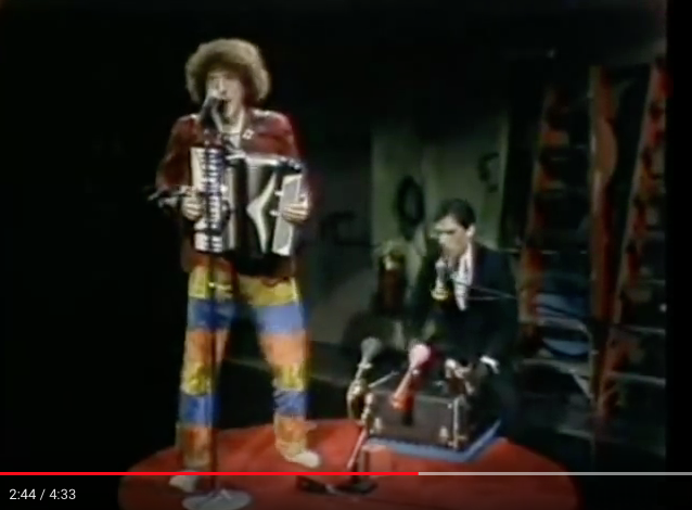 'Weird Al' Yankovic - Another one rides the bus (1981)