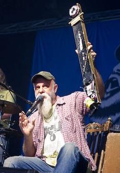 Seasick Steve - Seasick Steve speelt diddley bow (2012)